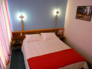 A bed or beds in a room at Arche Hotel