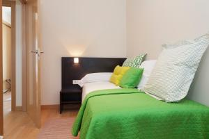A bed or beds in a room at Aparthotel Jardines de Aristi