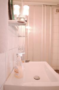 Ein Badezimmer in der Unterkunft Pension Am Alten Markt