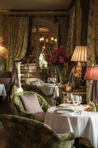 A restaurant or other place to eat at Villa Gallici Hôtel & Spa