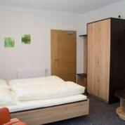A bed or beds in a room at Gasthof Pension Baumkirchner