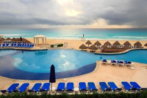 Vista de la piscina de Golden Parnassus Resort & Spa - All Inclusive (Adults Only) o alrededores