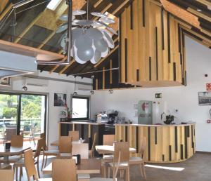 A restaurant or other place to eat at Hotel Ferramenteiro de Portomarin