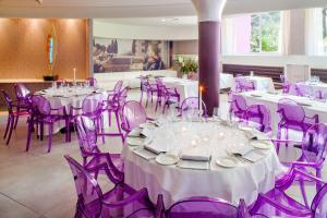 A restaurant or other place to eat at Hotel Da Vinci