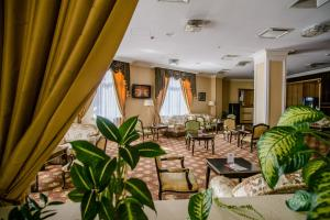 A restaurant or other place to eat at SK Royal Hotel Moscow
