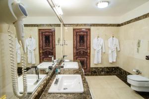 A bathroom at SK Royal Hotel Moscow