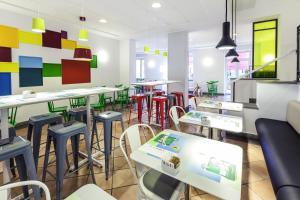 Restauracja lub miejsce do jedzenia w obiekcie Ibis Styles Napoli Garibaldi
