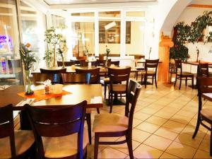 A restaurant or other place to eat at Pension Mesogios