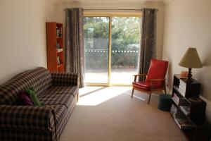A seating area at Waterfall Way Farmstay