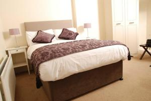 A bed or beds in a room at Avondale Guest Accommodation