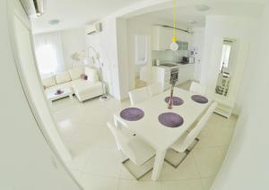 A bathroom at Apartments & Rooms Barbati