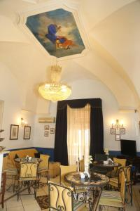 A restaurant or other place to eat at Nuovo Hotel Sangiuliano
