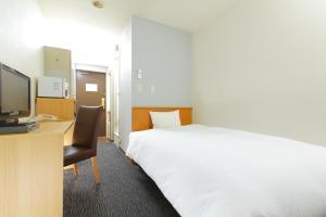 Tempat tidur dalam kamar di HOTEL MYSTAYS Kameido