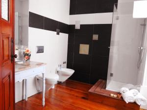 Uma casa de banho em Casa da Se