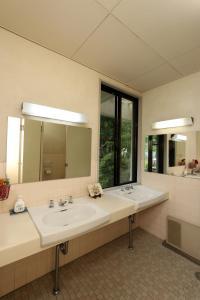 A bathroom at Teiensaryo Yamanakako