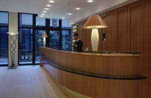 The lobby or reception area at relexa hotel Stuttgarter Hof