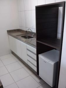 A kitchen or kitchenette at Auxerre Flats e Hotel