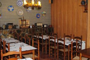 A restaurant or other place to eat at Casa Modesto