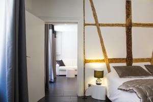 A bed or beds in a room at MY SWEET HOMES - Appartements avec SPA
