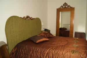 A bed or beds in a room at Hotel Rural Villa Julia