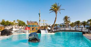 The swimming pool at or close to H10 Suites Lanzarote Gardens