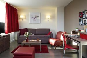 Гостиная зона в Aparthotel Adagio Caen Centre