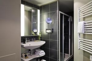 Ванная комната в Aparthotel Adagio Caen Centre