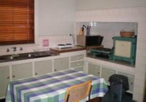 A kitchen or kitchenette at Gatehouse on Ryrie