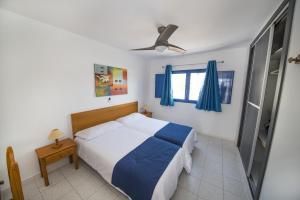 A bed or beds in a room at Apartamentos Jable Bermudas