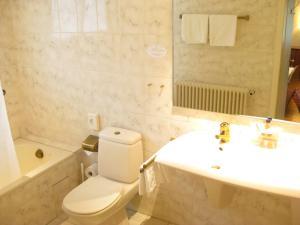 Ein Badezimmer in der Unterkunft Gasthaus Zur Sonne