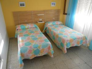 A bed or beds in a room at Hostal Avenida