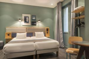 Cama o camas de una habitación en Hôtel Basss
