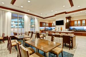 A restaurant or other place to eat at Homewood Suites by Hilton Washington, D.C. Downtown