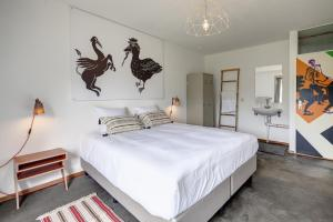 A bed or beds in a room at Bed and Breakfast Zuid Oost Heesterveld / BnB ZOH