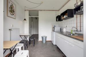 A kitchen or kitchenette at Bed and Breakfast Zuid Oost Heesterveld / BnB ZOH