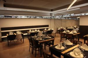A restaurant or other place to eat at Hotel San Cibrao