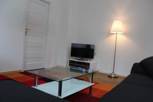 TV a/nebo společenská místnost v ubytování Apartments Ålholmvej
