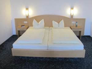 Ein Bett oder Betten in einem Zimmer der Unterkunft Hotel Jagermo
