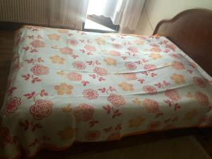A bed or beds in a room at Turkuaz Mountain Apart 2