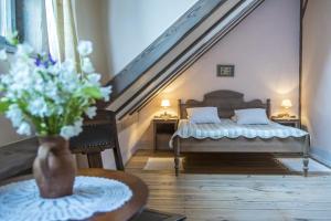 Łóżko lub łóżka w pokoju w obiekcie Pałac Galiny