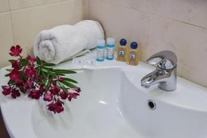 A bathroom at Keri Village & Spa by Zante Plaza (Adults Only)
