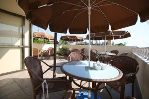 The lounge or bar area at Hanedan Hotel