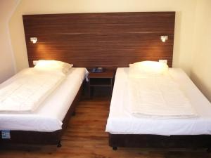A bed or beds in a room at Hotel Ariana
