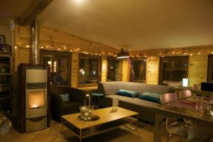 A restaurant or other place to eat at Le Chalet Viso