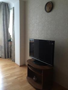 Телевизор и/или развлекательный центр в Apartment on Krasnaya