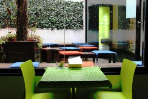 A restaurant or other place to eat at Raval Rooms