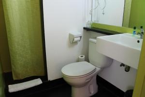 A bathroom at Raval Rooms