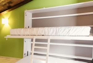 Двухъярусная кровать или двухъярусные кровати в номере Ad Hoc Carmen