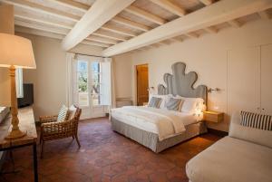 Villa La Salina房間的床