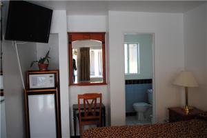 A kitchen or kitchenette at Rose Bowl Motel
